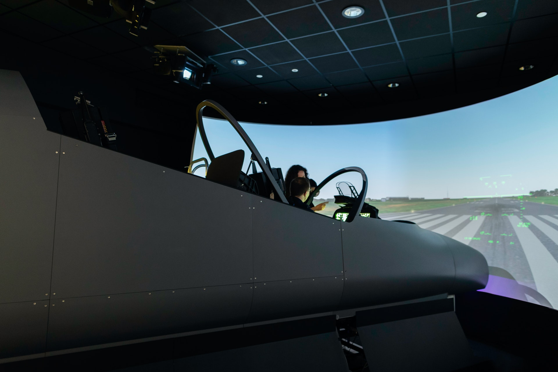engineer-in-flight-simulator-3862137